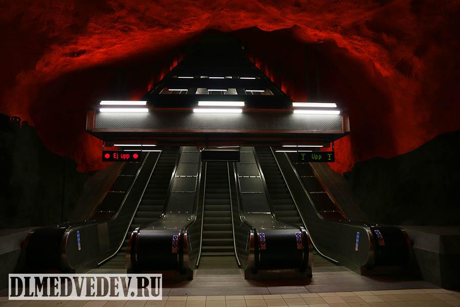 Станция Сольна-Сентрум (швед. Solna Centrum), эскалаторы, метрополитен Стокгольм