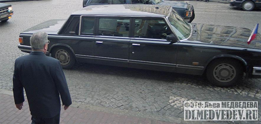 Евгений Максимович Примаков встречает ЗИЛ-41047 с премьер-министром Чехии Милошом Земаном, фото Льва Леонидовича Медведева