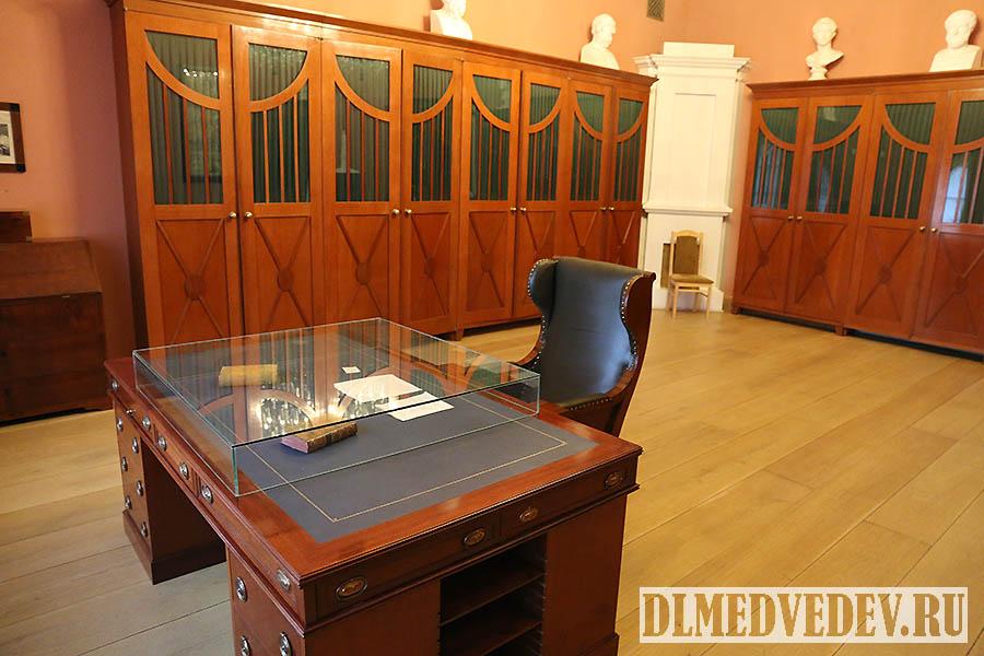Рабочий письменный стол Г. Р. Державина, Санкт-Петербург