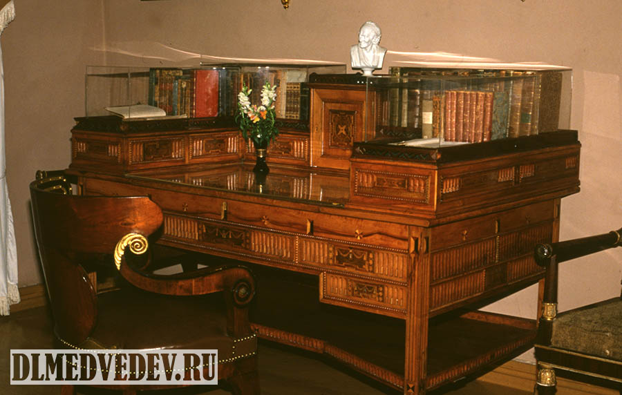 Рабочий письменный стол М. Ю. Лермонтова, Тарханы, Пензенская область