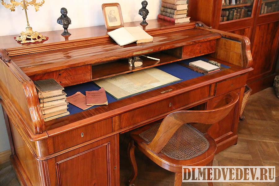 Рабочий письменный стол Н. А. Некрасова, Санкт-Петербург