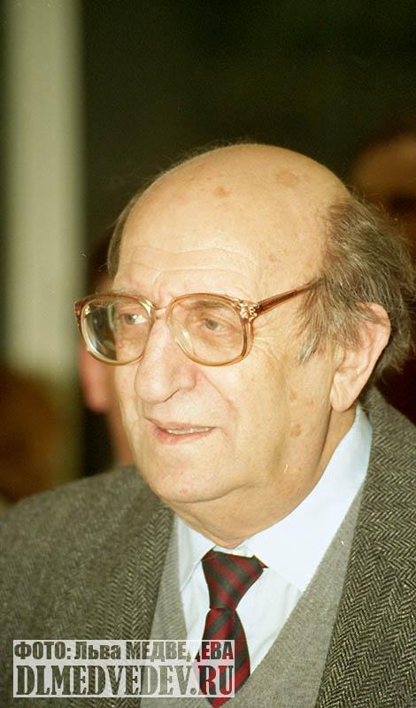 Мильграм Леонид Исидорович директор школы №45 январь1998 года, фото Льва Леонидовича Медведева