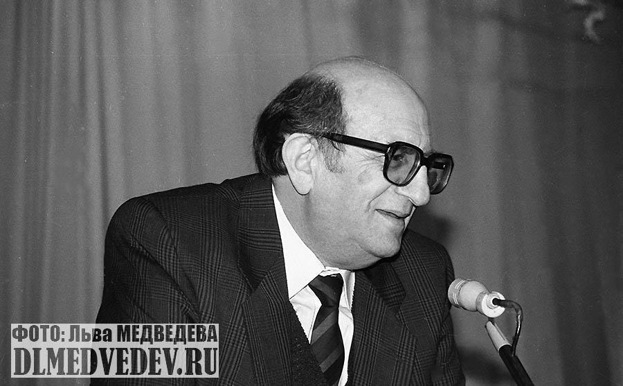 Мильграм Леонид Исидорович директор школы №45 сентябрь 1990 года, фото Льва Леонидовича Медведева