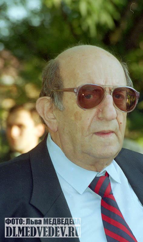 Мильграм Леонид Исидорович директор школы №45 сентябрь 1997 года, фото Льва Леонидовича Медведева