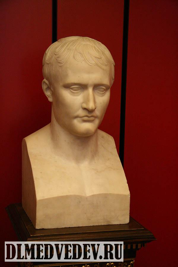 Бюст Наполеона работы Шоде в музее армии (военный музей) Париж