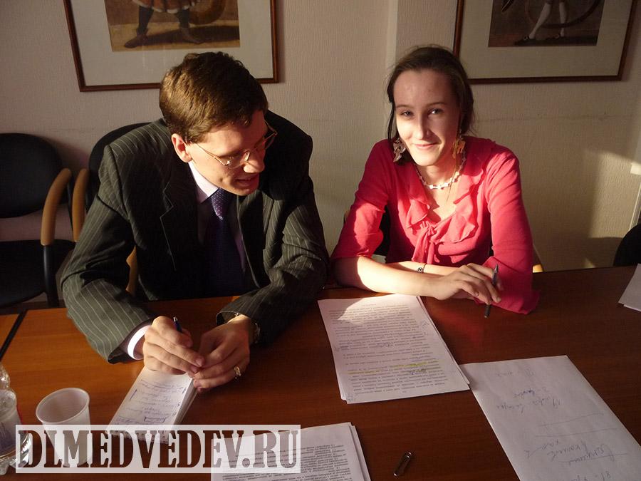 Дмитрий Львович Медведев в процессе работы над книгой Тэтчер неизвестная Мэгги