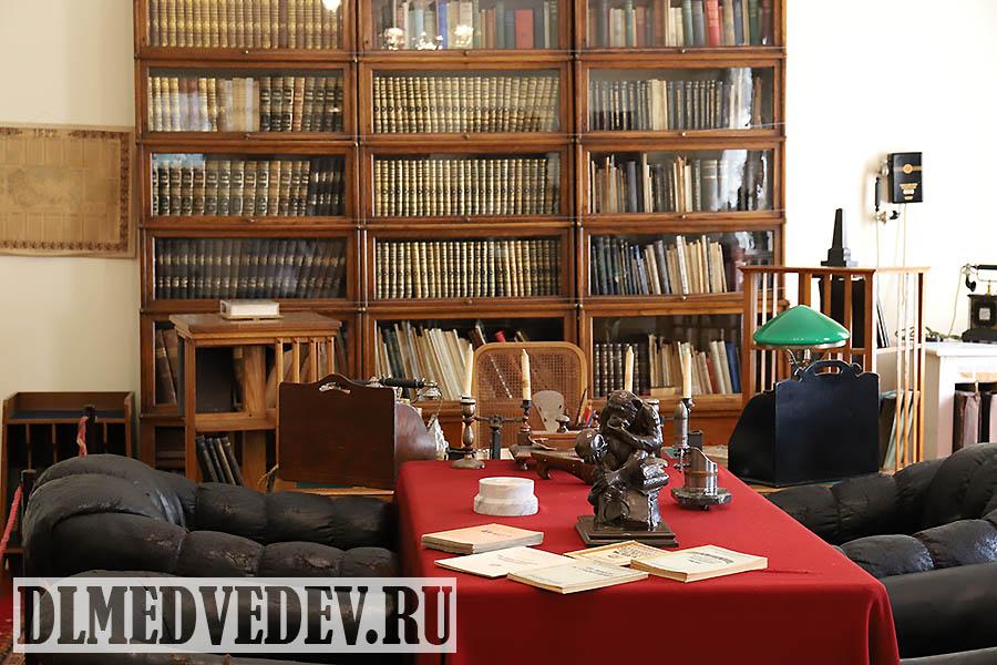 Рабочий кабинет Ленина в Кремле вид на рабочий стол