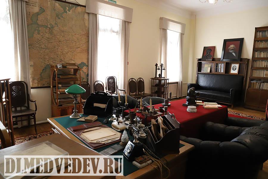 Рабочий кабинет Ленина в Кремле вид с рабочего стола