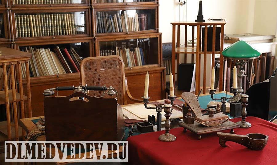Рабочий стол В. И. Ленина в Кремле, Горки