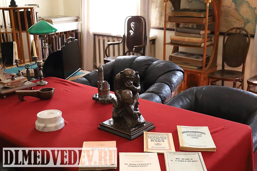 Статуэтка обезьяны подаренная Армандом Хаммером Ленину