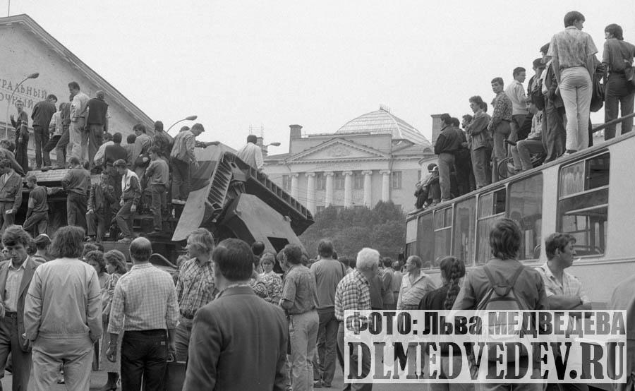 Манежная площадь, Москва 19 августа 1991 года, фото Льва Леонидовича Медведева